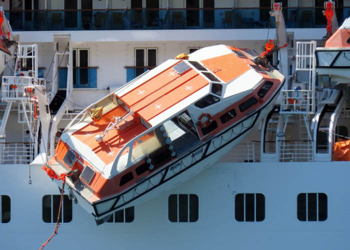 Tender crash situation that happened on a cruise ship